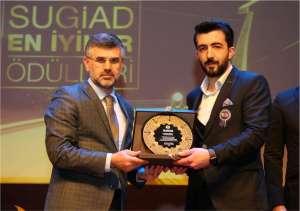 1001 Grup Genel Müdürü Cihan Benli'ye Plaket Takdimi